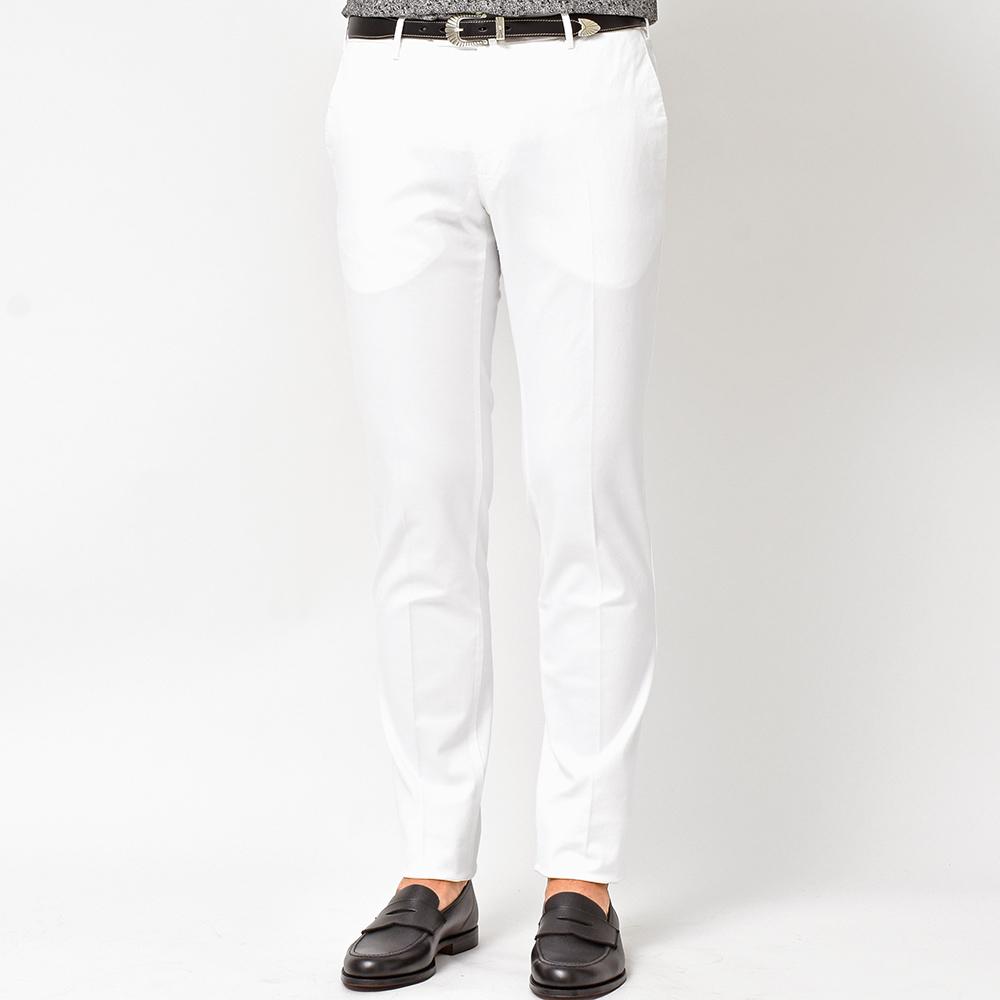 汚れは目立ちますが、やはり必要不可欠なホワイトパンツ!!<br>PT01 The ELEGANCE of IRONY コットンノープリーツパンツ!!