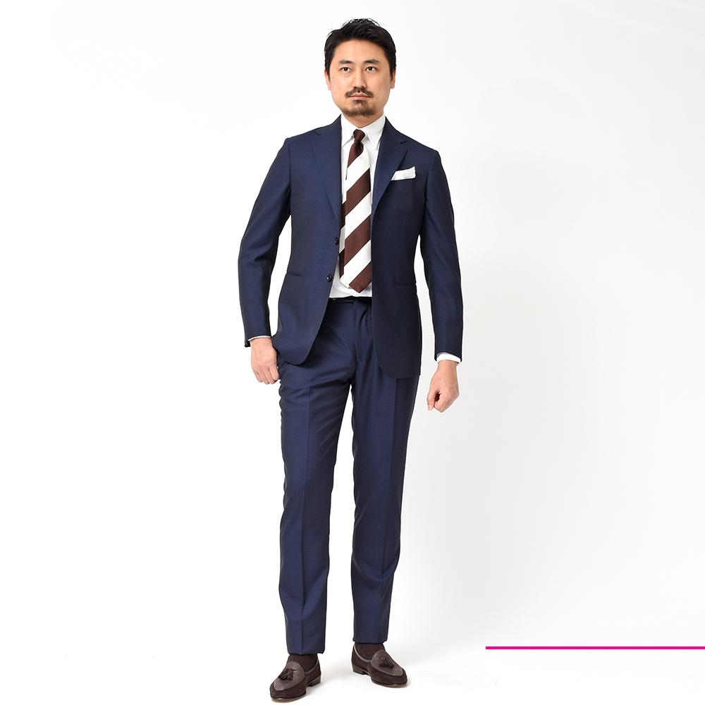 ネイビースーツに求めるのは、色気溢れるアズーロですよね?<br>Stile Latino(スティレラティーノ)