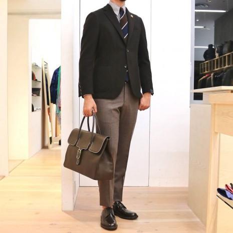 無地のジャケットは、生地の表情と着用した時の雰囲気が重要です!!<br>LARDINI(ラルディーニ)ホップサックジャケット